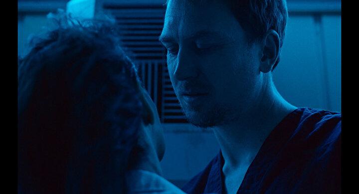 Claire Denisin yönettiği High Life, uzayın derinliklerinde tecrit altında olan bir baba-kızın yaşam mücadelesini beyaz perdeye taşıyor.
