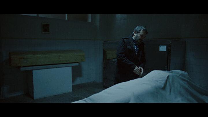 Alem-i Cin 2 - Özgür Bakarın yönetmenliğini üstlendiği; Ali Kaan Serez, Bekir Behrem, Cihangir Köse ve Sena Tuğçe Günerin oynadığı yerli korku filmi Alem-i Cin 2, yeniden vuku bulan paranormal olaylar etrafında dönüyor.