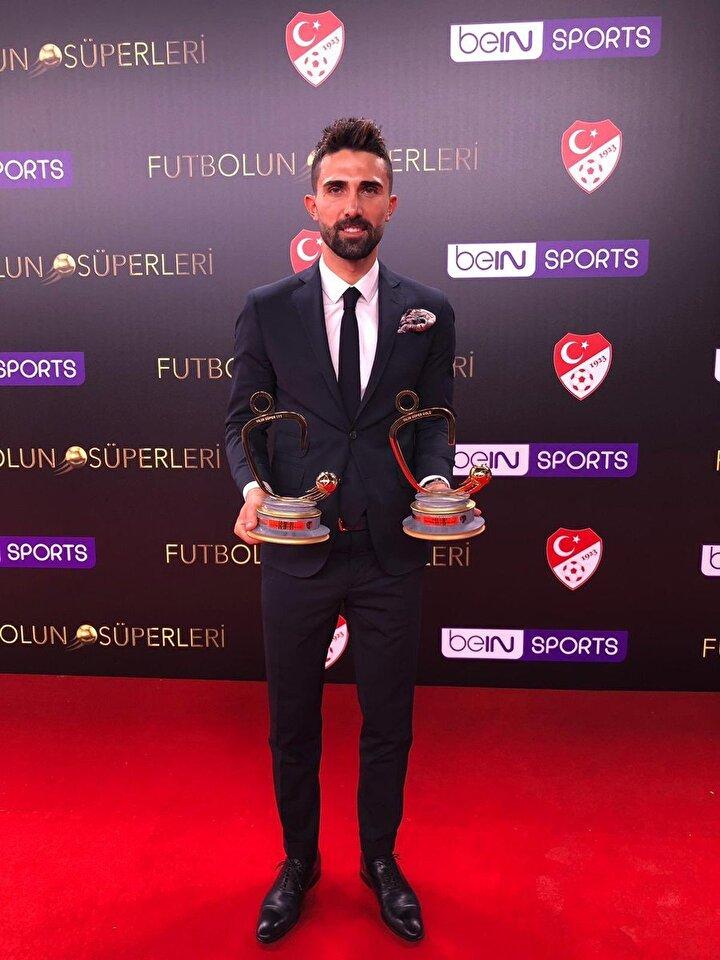 Yılın Süper 11inde sol bekte Fenerbahçeli futbolcu Hasan Ali Kaldırım yer aldı.