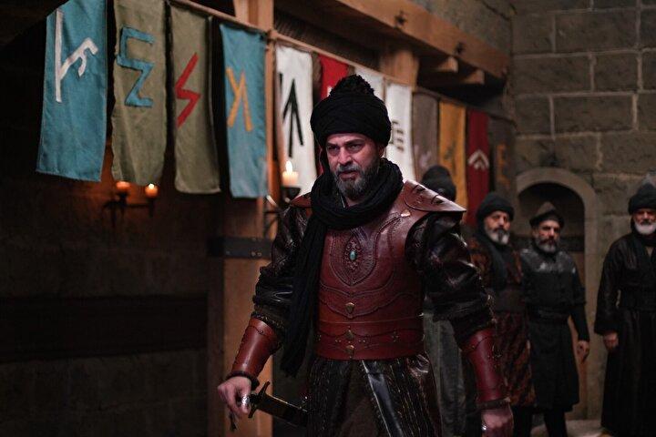 Diğer taraftan Ertuğrul Bey tarafından Alplık kılıcı tekrar verilen Bamsı Albastı'yı bulmak için aramalara katılır ve Arıkbuka tarafından şehit edilen Kayı Alplarını görür.