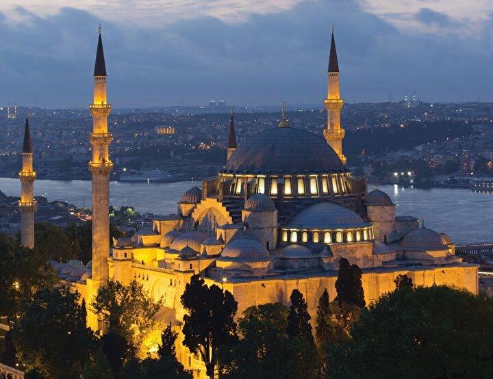 Gezmekle bitmeyen, her bakıldığında detaylarıyla görsel bir ziyafet unsuru sunan İstanbul kubbelerinden bazılarının bilinmeyenlerini sizler için derledik.