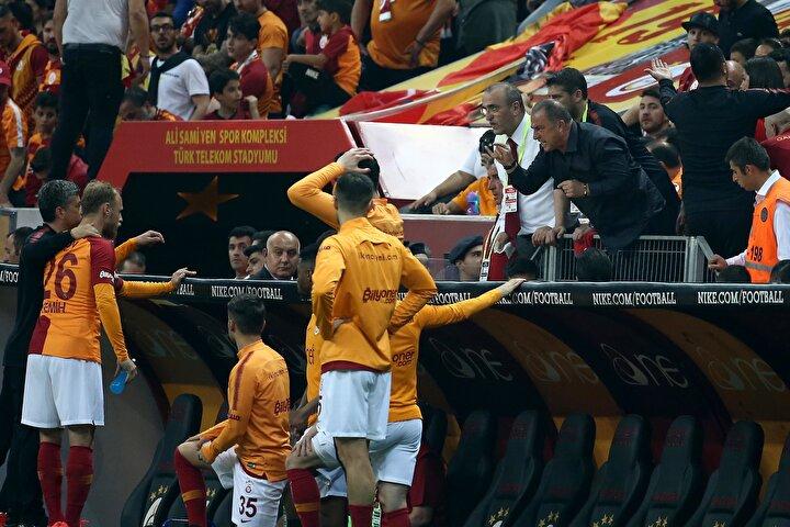 Saldırı ve tedbire uymaması nedeniyle PFDKya sevk edilen Fatih Terimin iki ayrı fiilden minimum 9 maç cezayla karşı karşıya olduğu belirtildi.