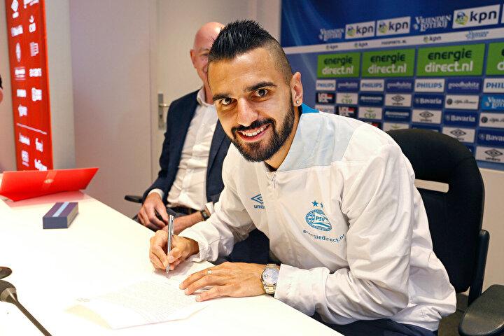 Geçtiğimiz sezonun başında Bursaspor'dan PSV'ye transfer olan Aziz Behich, Başakşehir'le anlaşmaya vardı.