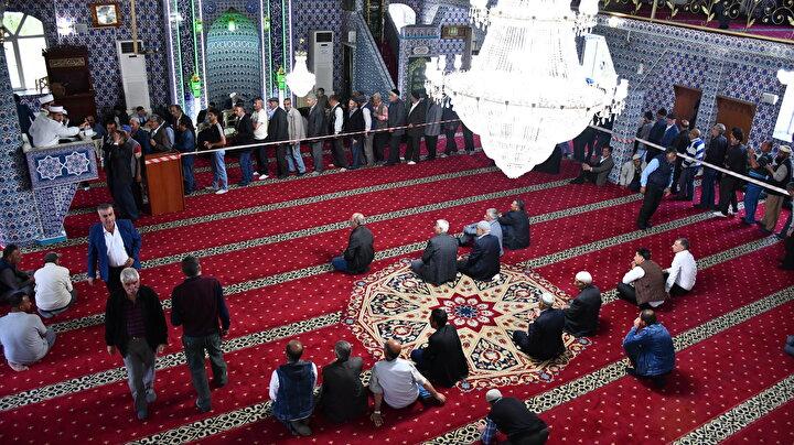 Doğubayazıt İlçe Müftülüğü organizasyonuyla ramazan dolayısıyla ilçeye getirilen Sakal-ı Şerif, Merkez Mehmet Bayazıt Camisinde erkekler, Ahmed-i Hani Camisinde ise kadınlar için ziyarete açıldı.