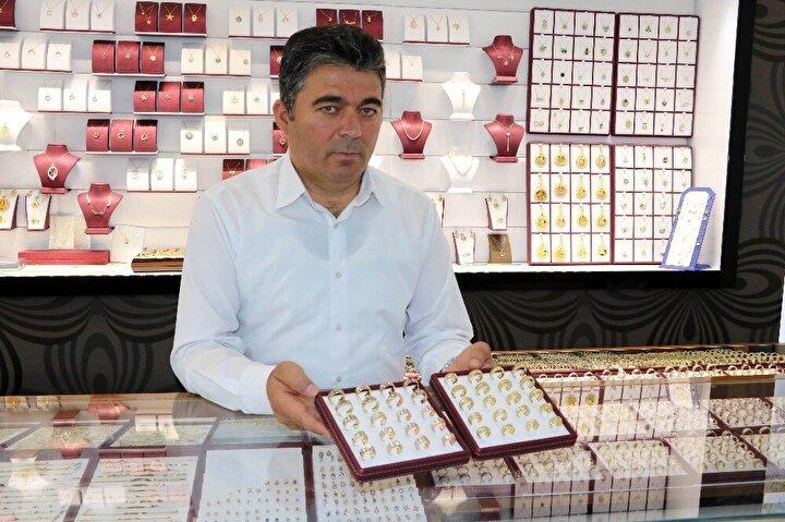 Düğün sezonu hareketliliğinin başlamasıyla vatandaşların takılar için kuyumcuların yolunu tuttuğu bu dönemde Yozgat'ta kuyumcular, merdiven altı üretime dikkat çekti.