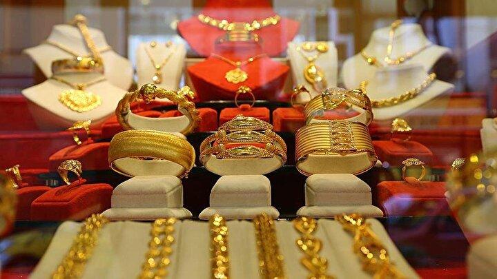 Yatırım Finansman Menkul Değerler Yatırım Danışmanlığı Yönetmen Yardımcısı Vahap Taştan da son dönemde küresel piyasalardaki gelişmelerin ons altının fiyatını yukarı çektiğini, TL cephesindeki gelişmelerle birlikte gram altının ise ons altının üzerindeki getiri potansiyelini korumaya devam ettiğini söyledi.