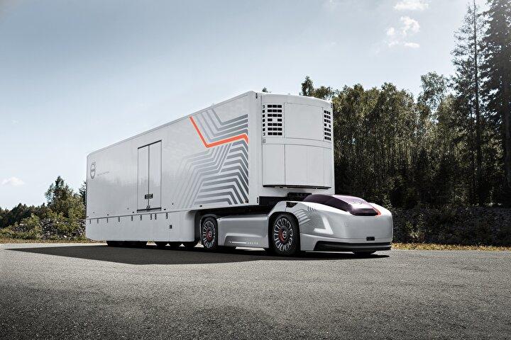 Geleneksel olarak, ürün geliştirmede adım adım ilerleme yaklaşımında olan şirket otonom kamyon modeli Volvo Vera ile gerçekleştirdiği deneme sürüşleri ile geliştirme süresinde hızlanarak radikal bir değişim kararı almış gibi görünüyor.