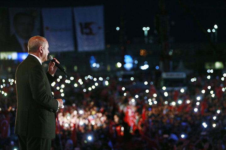 Cumhurbaşkanı Erdoğan ile eşi Emine Erdoğan da İstanbula geldi.