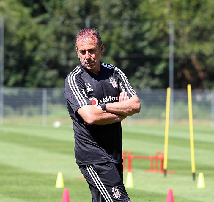 Siyah-beyazlıların teknik patronu Abdullah Avcı, defansın göbeğindeki eksikliğin bütün sezonu etkileyeceğini belirterek transferin bir an evvel gerçekleştirilmesini istedi.