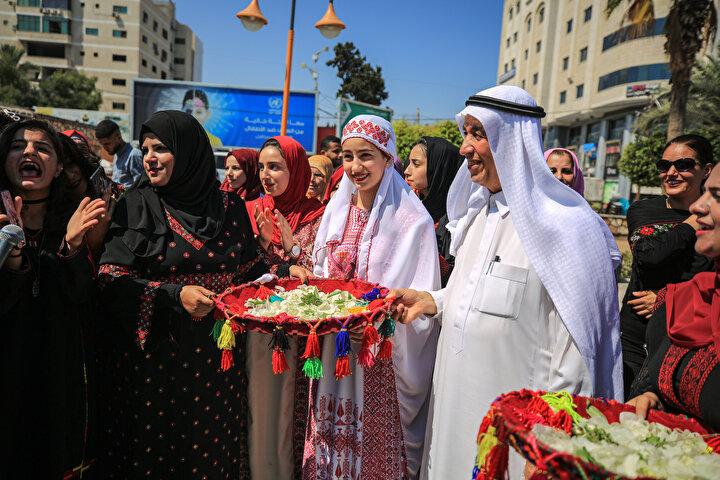 Etkinlik kapsamında gençler de debke adı verilen Filistin halk oyunu oynadı ve geleneksel halk müzikleri çalıp şarkılar söyledi.
