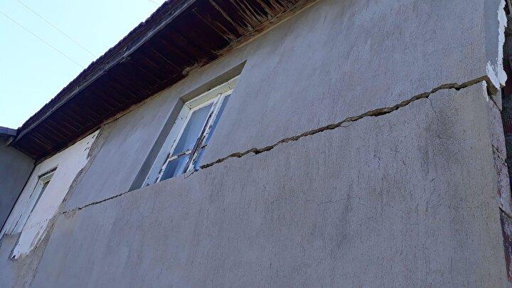 Afet ve Acil Durum Yönetimi Başkanlığının (AFAD) internet sitesinde yer alan bilgiye göre, Denizlinin Bozkurt ilçesinde saat 14.25te 6 büyüklüğünde yer deprem kaydedildi.