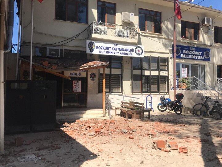 Çok sayıda ev ve yapıda hasarın meydana geldiği depremde en büyük teselli ise can kaybı olmaması oldu.