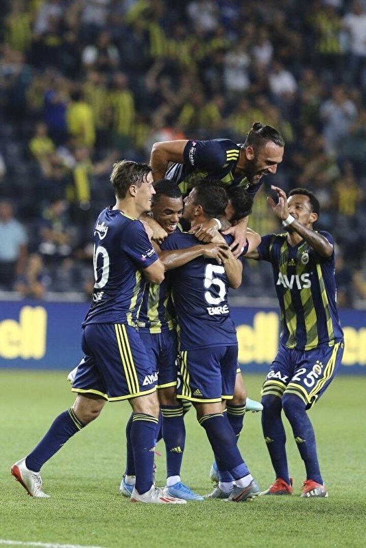 En çok galibiyet alan takım: Fenerbahçe (1145). En çok gol atan takım: Fenerbahçe (3555)