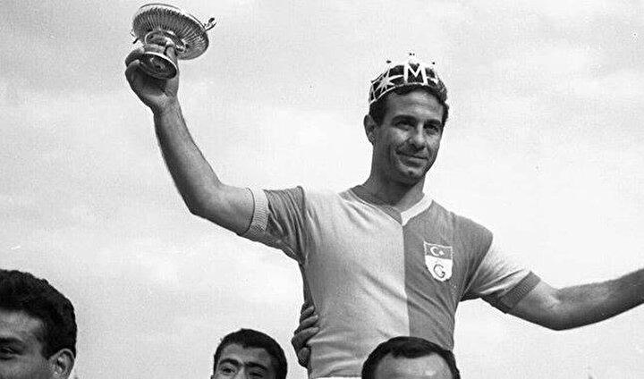 En çok gol kralı olan futbolcu: Metin Oktay (6)