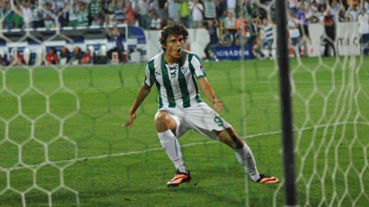 Gol atan en genç futbolcu: Bursaspor formasıyla Enes Ünal. (2013-2014 sezonunda, 25 Ağustos 2013 tarihindeki Bursaspor-Galatasaray maçında fileleri havalandıran Enes Ünal, 10 Mayıs 1997 doğumlu. Enes, topu filelere gönderdiğinde 16 yaşından 107 gün almıştı.)
