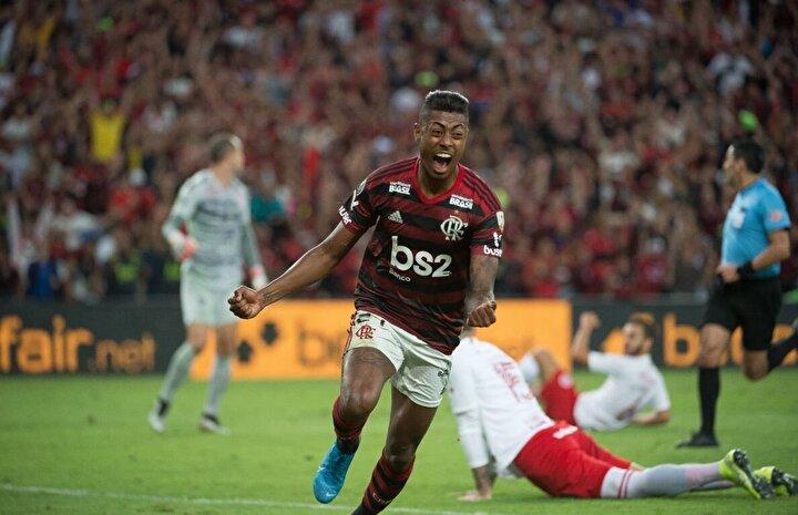 Uluslararası Futbol Federasyonunun (FIFA) Twitter hesabına göre, Brezilya futbolcu, takımı Flamengo'nun Libertadores Kupası çeyrek final maçında Internacionala karşı 38 kilometre hıza ulaştı.