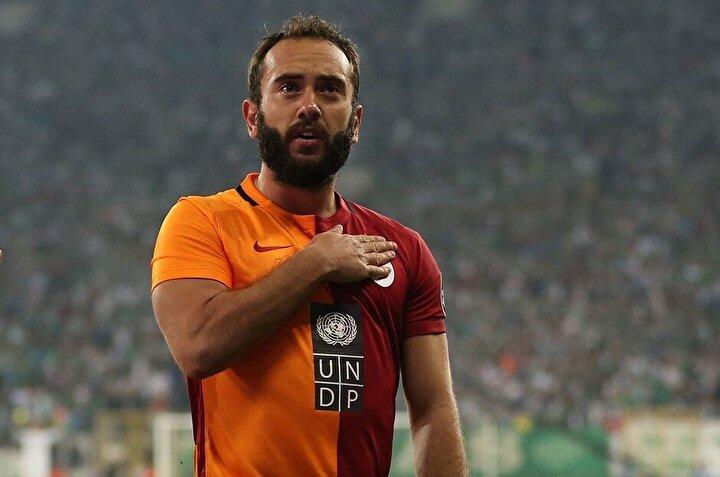 Geçen sezon Antalyaspor forması giyen Olcan Adın, kendisine kulüp bulamadı. Kariyerinde; Fenerbahçe, Trabzonspor ve Galatasaray formaları giymiş olan 33 yaşındaki futbolcu, Süper Ligde toplamda çıktığı 266 maçta 50 gol atarken, 44 de asist kaydetti.
