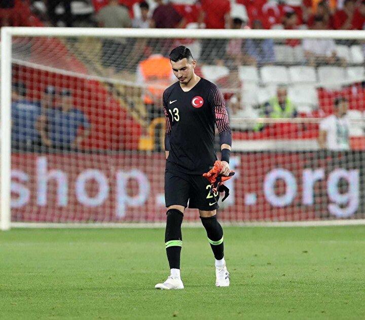 Andorra ile Moldova maçlarının bu kapsamda olumlu birer sınav olarak gören Güneş, 23 yaşındaki kaleciyle de özel bir görüşme yaptı.