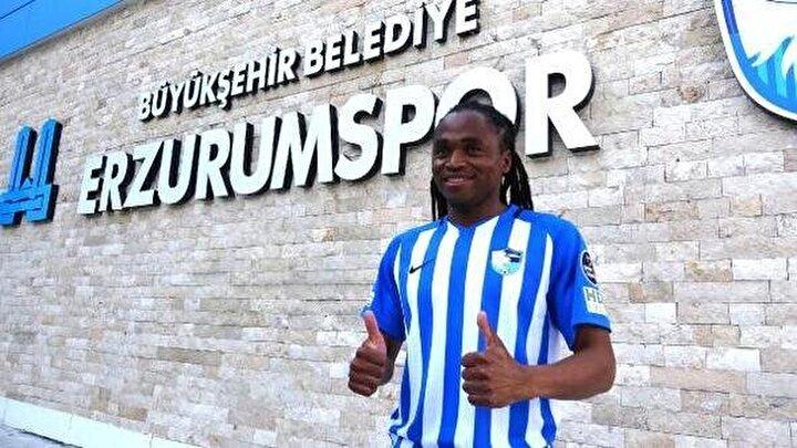 Geçen sezon Süper Lige veda eden BB Erzurumsporda forma giyen Güney Afrikalı yıldız Tshabalala, boşta kalan futbolcular arasında yer aldı.