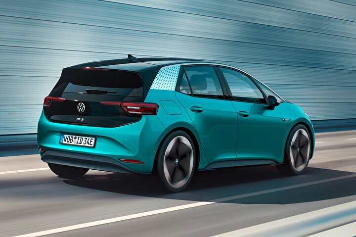 Aracın piyasaya ilk çıkışında Volkswagen, bu aracı ID.3 1st edition adlı lansman paketiyle sunacak. Paket kapsamında navigasyon sistemi, ısıtmalı ön koltuklar ve ısıtmalı direksiyon, 18 inçlik çelik jantlar gibi birçok donanım bulunuyor.