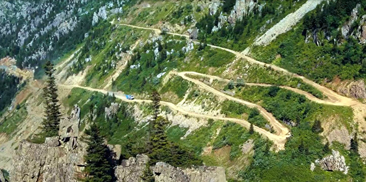 Yol, zorlu arazi koşulları nedeniyle yılın 5- 6 ayı kar yüzünden kapalı kalıyor.