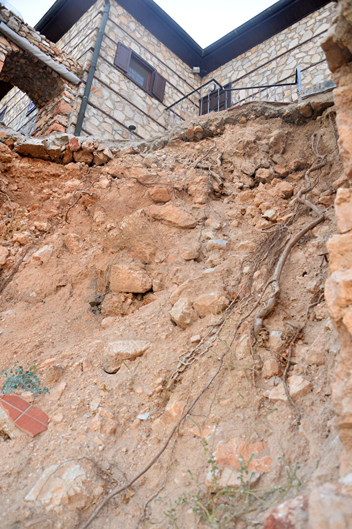 Alanya Müze Müdürlüğü yetkilileri, yapılan izinsiz müdahaleyle surların yıkımına sebep olmasından dolayı Walter Godina hakkında 2863 sayılı yasa çerçevesinde yasal işlemlerin başlatıldığını ve Alanya Cumhuriyet Başsavcılığına suç duyurusunda bulunulduğunu kaydetti.