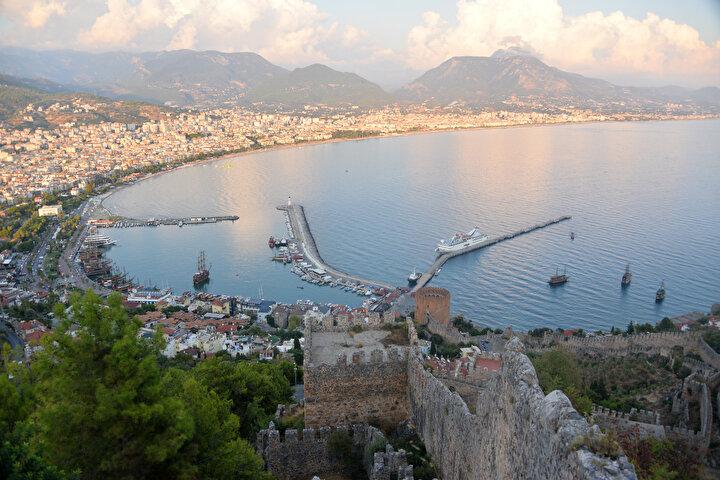 Antalyanın Alanya ilçesinde Helenistik, Roma, Bizans, Selçuklu ve Osmanlı medeniyetlerine ev sahipliği yapan Alanya Kalesinde, İçkale ve Ehdemek olmak üzere iki iç kale bulunuyor.