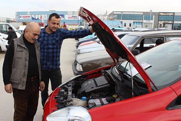 Türkiye'deki son dönem ikinci el alışkanlıklarını ve pazarı değerlendiren Cardata Türkiye Genel Müdürü Hüsamettin Yalçın, ikinci el pazarının yıl sonunda kaynak sıkıntısı çekebileceğini belirtti.