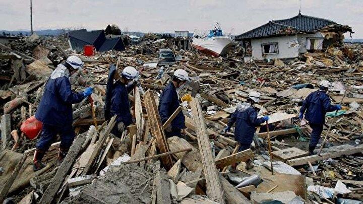Dünyada en fazla depreminin yaşandığı ülkelerden biri olan Japonya, 2011 yılında tarihindeki en büyük deprem ile karşılaştı. Japonya'nın Tohoku bölgesinde meydana gelen depremin tetiklediği güçlü tsunami dalgaları, 40,5 metreye kadar yükselerek kıyıdan içeriye doğru 10 kilometrelik alanda etkili oldu.