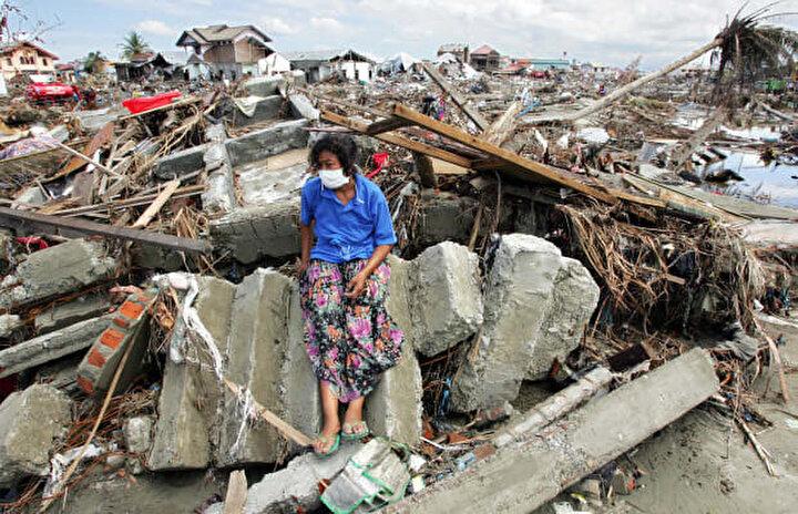 Endonezya'nın kuzeyindeki Sumatra Adası'nı, 2004'teki büyük depremin ardından 2005 yılında 8,6 şiddetindeki bir başka deprem vurdu. 1.300'den fazla kişinin ölümüne sebep olan depremin oluşturduğu dev dalgalar, Sri Lankaya kadar ulaştı ve 400den fazla kişinin yaralanmasına neden oldu.