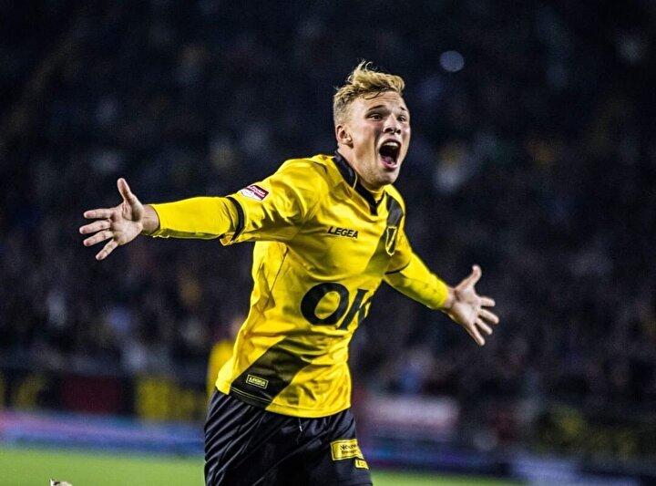 Babası Pierre van Hooijdonk gibi NAC Breda forması giyen 19 yaşındaki oyuncu 4 maçta 4 gol atmayı başardı.