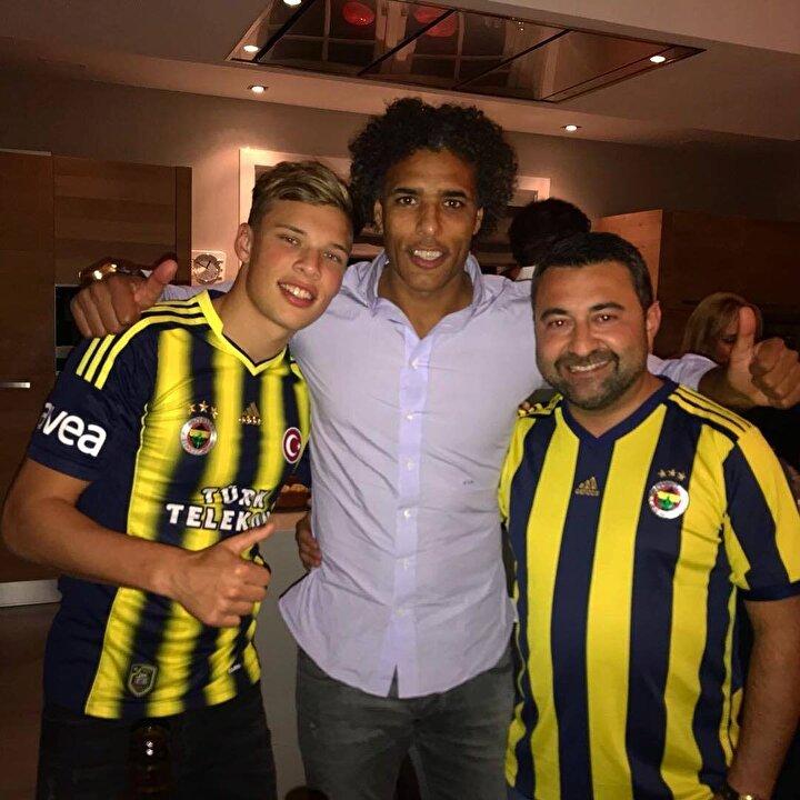 Sydney van Hooijdonk, ayrıca Fenerbahçeyi de yakından takip ediyor. İşte Hooijdonkun paylaşımlarından bazıları: