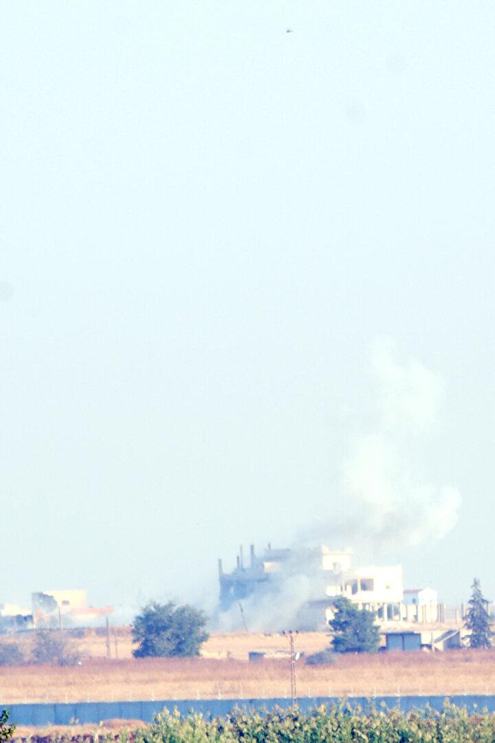 Barış Pınarı Harekatı kapsamında Tel Abyaddaki terör hedefleri, obüs atışlarıyla ateş altına alınıyor.