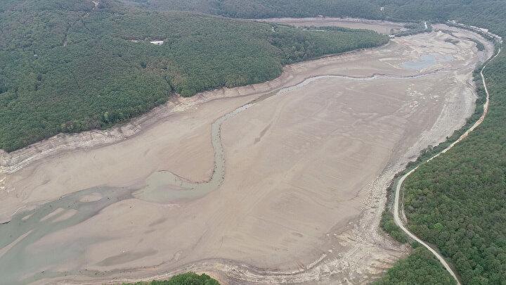 İSKİ verilerine göre, buradaki su seviyesi yüzde 2,81e geriledi. Barajda yalnızca 1 milyon 64 bin metreküp su kaldı.