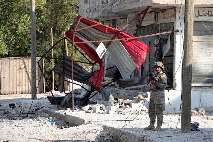 YPG/PKKlı teröristlerin, koridorları SİHA ve İHAlardan korunmak için yaptığı belirtildi.