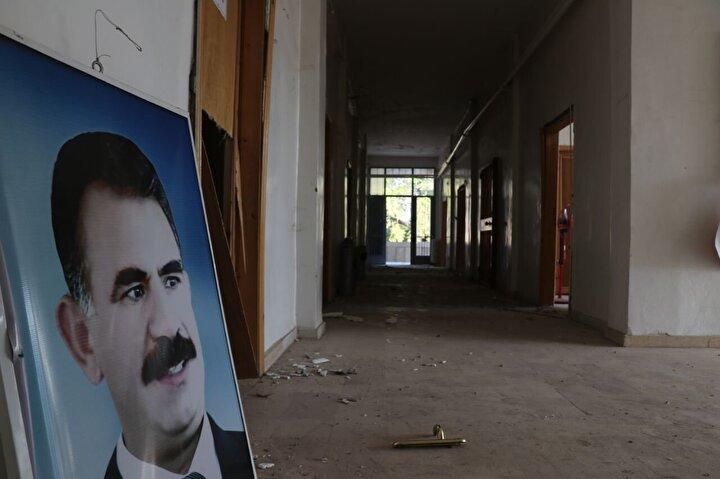 Barış Pınarı Harekatı kapsamında terörden arındırılan, Rasulaynda terör örgütünün kullandığı merkezleri görüntülendi.