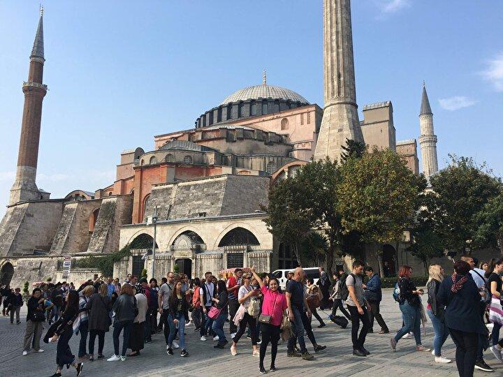 EN ÇOK İSTANBUL HAVALİMANINDAN GELİŞLER YAŞANDI  İstanbula geçen yılın ocak-eylül aylarına göre havayolu ile gelişler yüzde 12.2, denizyolu ile gelişler ise yüzde 10.4 arttı.