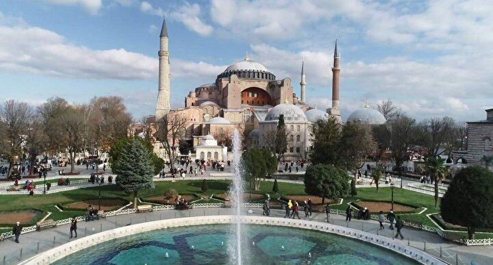 Yabancıların 2 milyon 509 bin 106sı Atatürk Havalimanından, 2 milyon 764 bin 755i Sabiha Gökçen Havalimanından, 6 milyon 38 bin 923ü İstanbul Havalimanından yurda giriş yaptı.