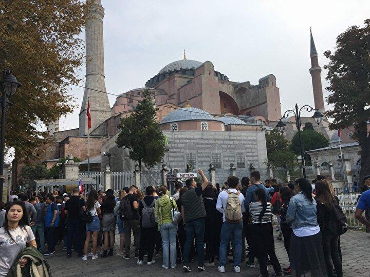 İstanbul'da ocak-eylül 2019 döneminde geçen yılın aynı dönemine göre doluluk oranı yüzde 4 artışla yüzde 74.5'e, ortalama günlük satılan oda bedeli yüzde 10.8 artışla 91.1 Euro'ya, oda başı elde edilen gelir yüzde 15.4 artışla 67.9 Euro'ya yükseldi.