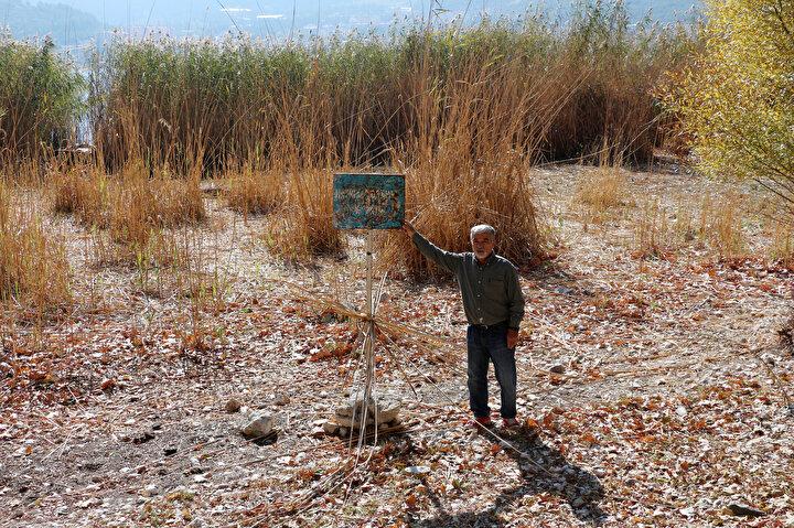 Kurumada kritik eşik aşıldı  Dr. Kesici, havzada modern tarım ve sulama teknikleri kullanılması gerektiğini belirterek, gölün su bütçesine olumsuz etki eden su alımlarına son verilmesini istedi. Yıllardır ülkemizin en büyük tatlı su hacmine sahip olan ve stratejik önemli 1inci derecede içme suyu kaynağı olan Eğirdir Gölünün kuruma periyoduna girdiğini belirten Kesici, Göl kıyıdan çok uzaklaştı. 10 yıl önce 520 kilometrekare yüzey alanına sahip olan gölün yüzey alanları geçen yıl 448, bu yıl ise 436 kilometrekareye düşerek, göl aynası giderek küçülmekte ve kıyı alanları genişlemekte. 84 kilometrekareye yakın kuruyan, genişleyen kıyı alanları da yapı ve meyve bahçeleriyle işgal edilmekte diye konuştu.