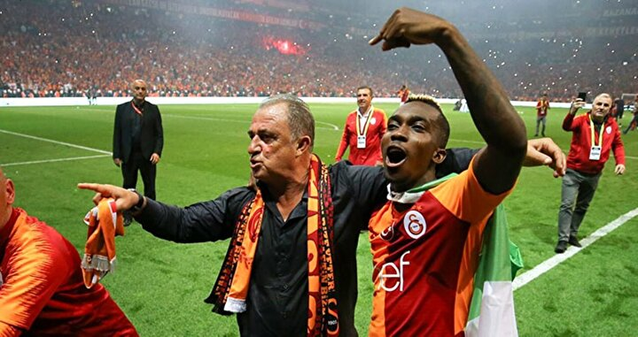 Henry Onyekuru, Galatasarayda geçtiğimiz sezon 14 gol atmış 5 de asist yapma başarısı göstermiş ve şampiyonlukta büyük pay sahibi olmuştu.