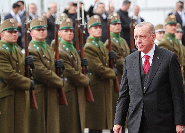 Cumhurbaşkanı Recep Tayyip Erdoğan, Türkiye-Macaristan Yüksek Düzeyli Stratejik İşbirliği Konseyi'nin 4. toplantısına katılmak üzere Macaristan'a geldi. Erdoğan, ziyareti kapsamında Macaristan Cumhurbaşkanı Janos Ader'le baş başa görüşme gerçekleştirdi.