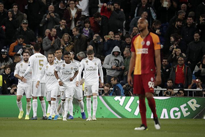 Real Madridde de pislik Casemiro oynuyor, Nzonziden fazla ne yapıyor? Nzonzinin pas hatası az, Galatasaray için iyi transfer ama onun önünde bir şeyler yapabilecek oyuncular olmalı