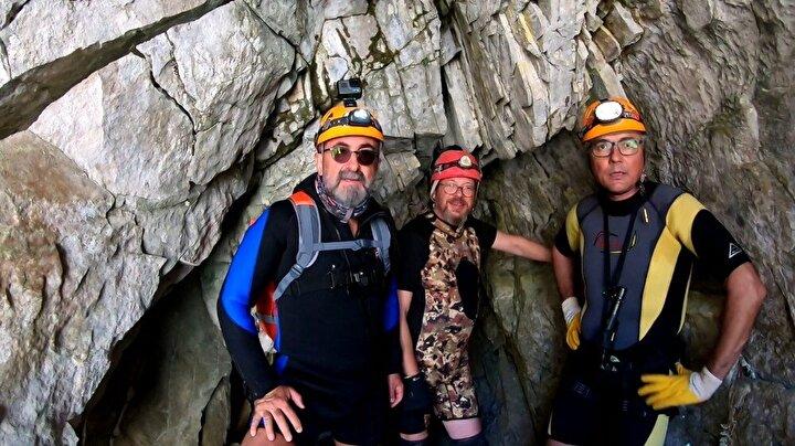 Bursa Büyükşehir Belediyesi Turizm Tanıtma Müdürlüğü desteğiyle ULUDAK (Uludağ Dağcılık Kulübü) ve MAD (Mağara Araştırma Derneği) ortak faaliyeti olarak yapılan araştırmada, Uludağ'ın güney yüzünde Aras şelalesinin gözelerinde, 100 metreye ulaşan mağara, ilk kez İsmet Şentürk'ün fotoğraflarıyla görüntülenerek haritalandı.