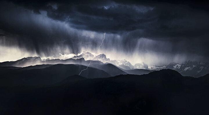 2019 Yılının Doğa Fotoğrafçısı Yarışmasının Manzara kategorisinin kazananı Slovenyalı fotoğrafçı Ales Krivecin Fırtınalı Gün isimli görüntüsü.