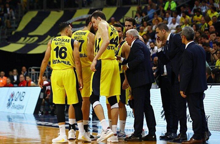 Son periyotta farkın daha da açılmasına engel olamayan Fenerbahçe Beko, karşılaşmadan 88-70 mağlup ayrıldı. Bu sonuçla birlikte sarı-lacivertli ekip, 8inci haftada 6ncı mağlubiyetini aldı.