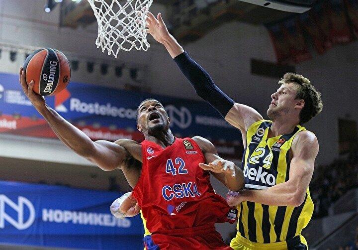 Fenerbahçe Bekoda Kostas Sloukas 20, Derrick Williams 19 sayıyla mücadele etti. CSKA Moskovada ise Mike James 31 sayıyla maçın en skorer ismi olurken, Janis Strelnieks de kaydettiği 23 sayıyla galibiyette büyük pay sahibi oldu.