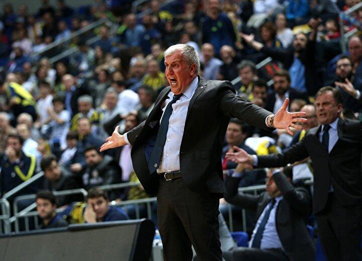 Obradovic, oynanan oyunu beğenmezken önce takıma, sonra Datome ve Mahmutoğluna sert kelimeler kullanarak, onlardan utandığını söyledi.