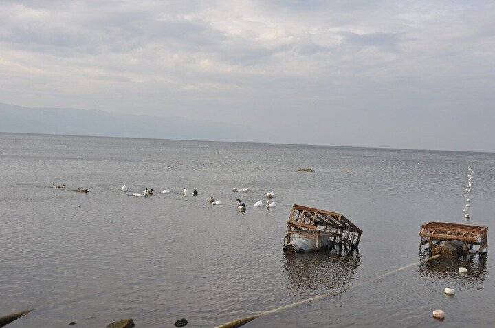 İznik Gölünde yaşanan çekilme bu hızla devam ederse 1-2 sene içerisinde su altındaki bazilikanın tamamen su üzerine çıkabileceği ifade ediliyor.