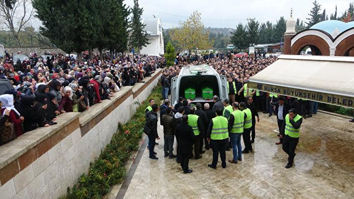 Yaklaşık 3 bin kişinin katıldığı cenazede, alınan güvenlik önlemleri dikkat çekti. 2019 yılında kapatılan MİHR Vakfina mensup üyeler, Evrenosoğlunun tabutunun çevresini sarıp, kimseyi yaklaştırmadı. Evrenosoğlunun tabutunun üzerine karanfil ve Kuran-ı Kerim konuldu. Evrenosoğlu, kılınan cenaze namazının ardından Hamitler Mezarlığında toprağa verildi.